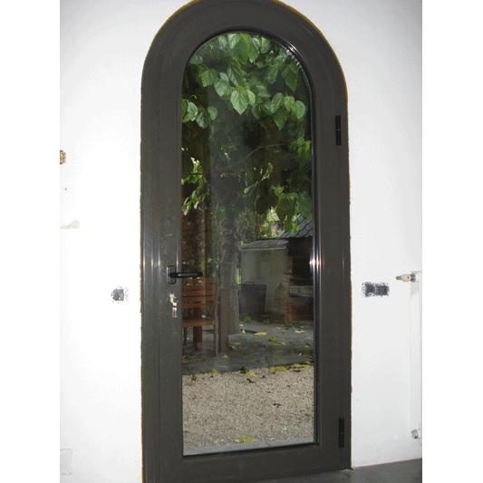 da puerta reformada de aluminio con cristal parte interior de la casa